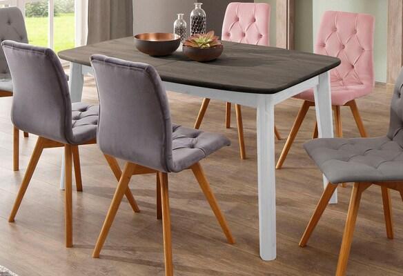 eckiger weißer Esstisch mit Holzplatte und Esszimmerstühlen