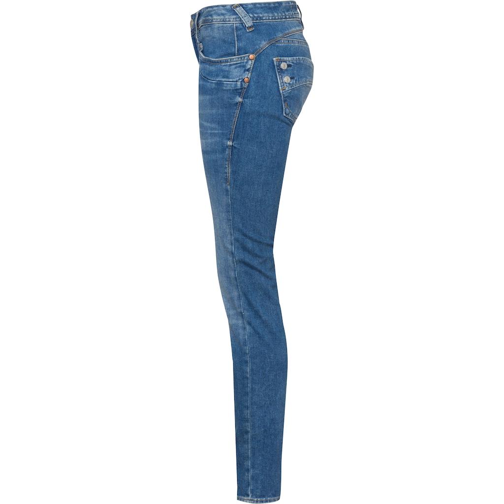 Herrlicher Slim-fit-Jeans »PIPER SLIM«, mit figurstreckendem Beinverlauf