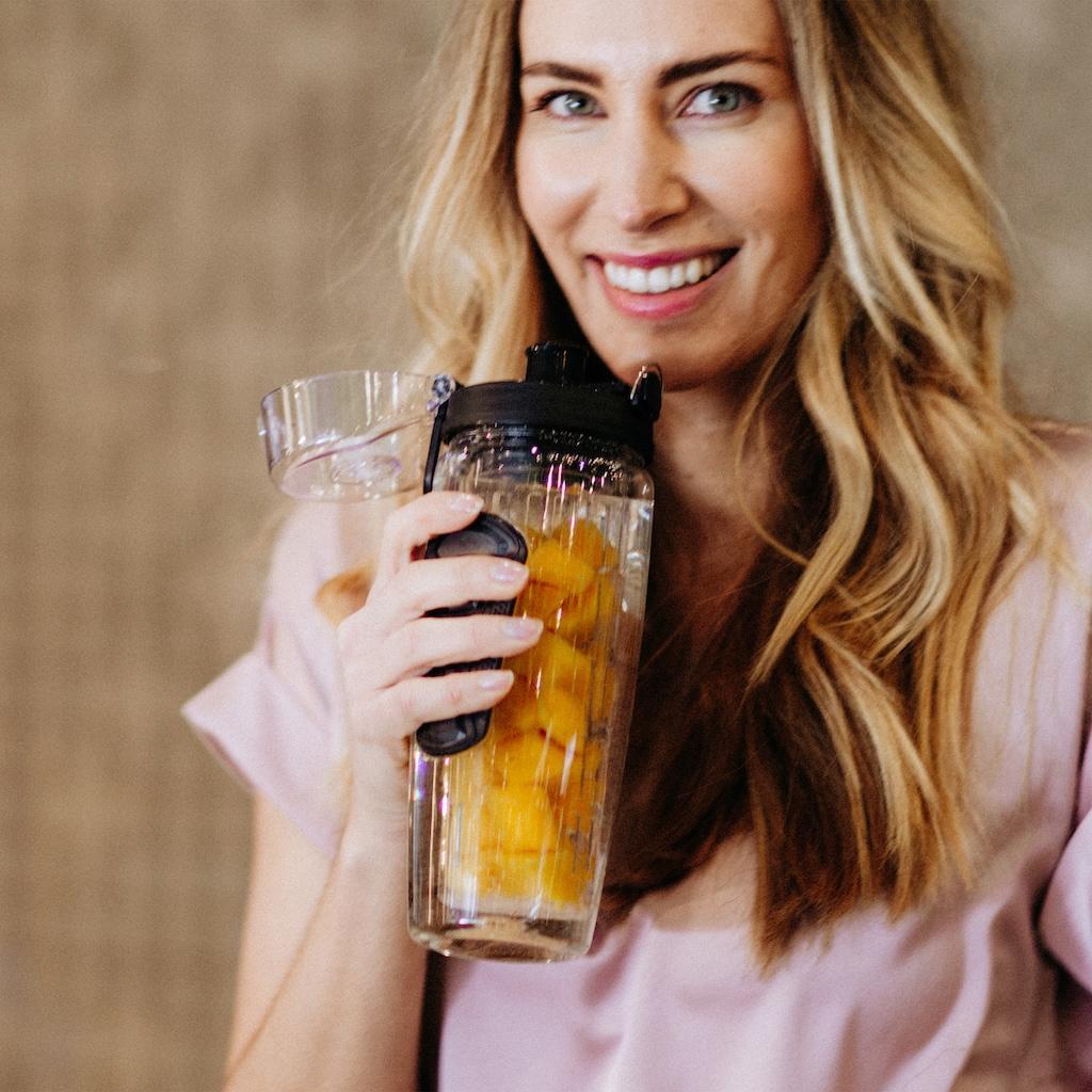 LA VAGUE Trinkflasche »VITALITY«, (1 tlg.), mit Früchtesieb für perfekt aromatisierte Getränke