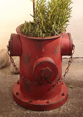 Pflanzkübel in Form eines Hydranten