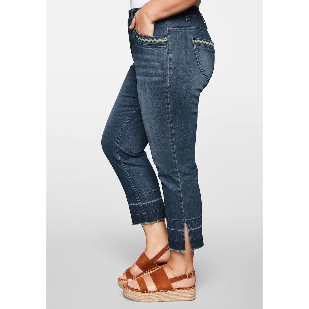 Sheego Stretch-Jeans, in 7/8-Länge mit Destroyed-Effekten und offenem Saumabschluss