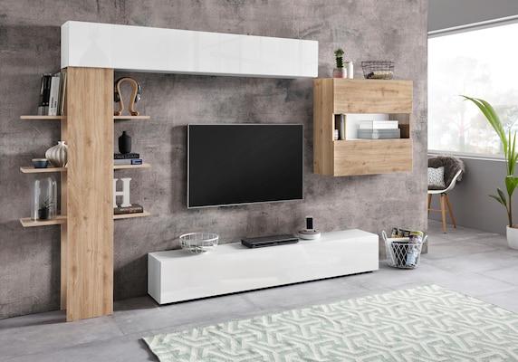 Wohnwand in Weiß mit Holzelementen