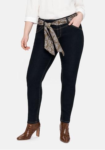 Sheego Stretch-Jeans, mit Tuchgürtel und hinten höherem Bund kaufen