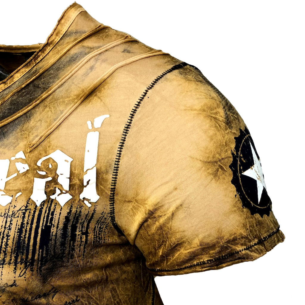Rusty Neal T-Shirt im auffälligen Design
