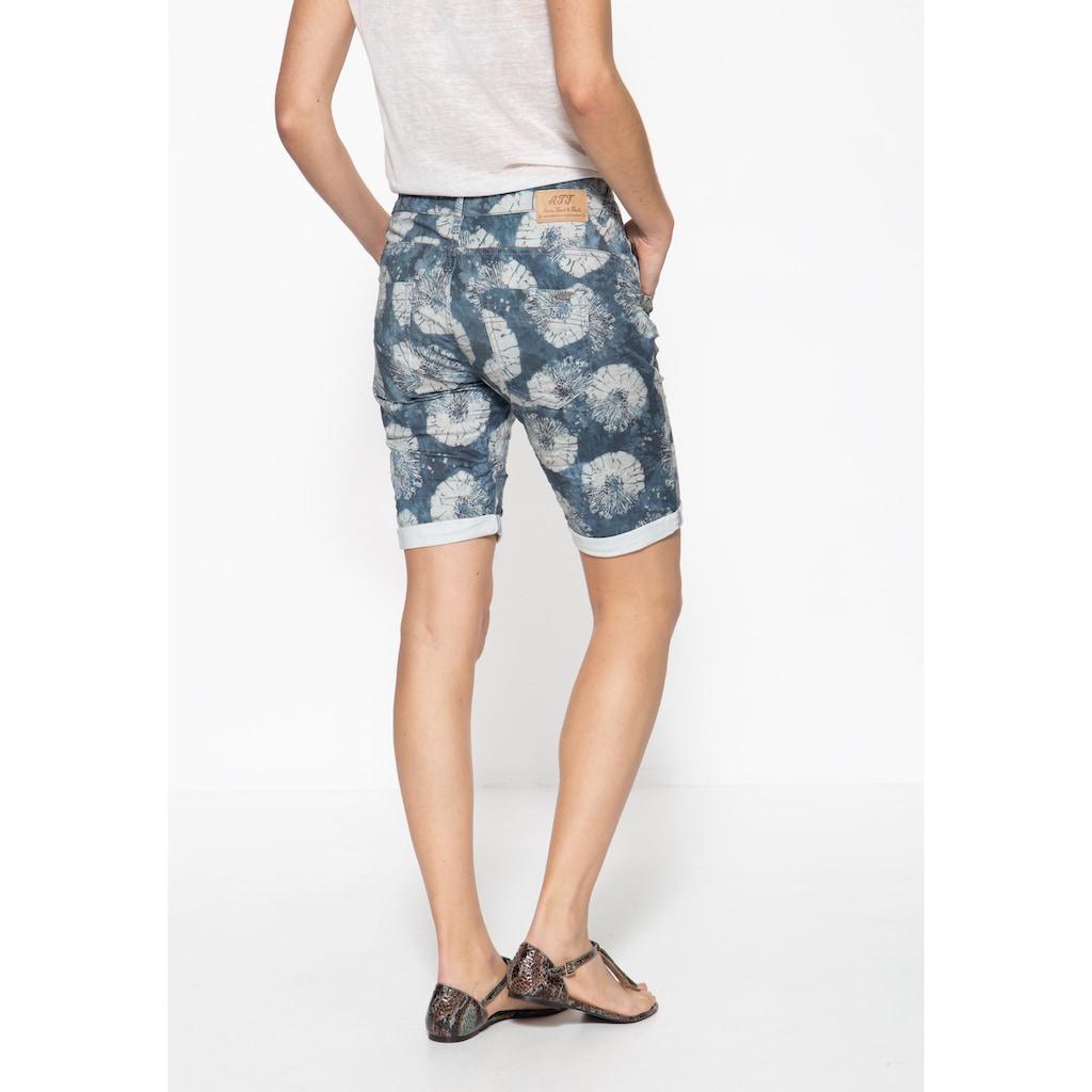 ATT Jeans Jeansbermudas »Gwen«, mit Beinaufschlag und femininem Muster
