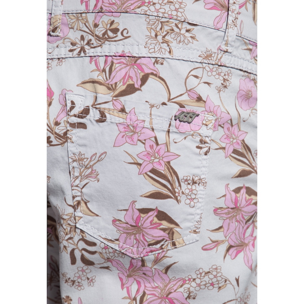 ATT Jeans Jeansbermudas »Lola«, mit floralem All-Over Print