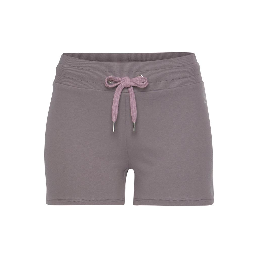 LASCANA ACTIVE Shorts, mit kleinen Seitenschlitzen