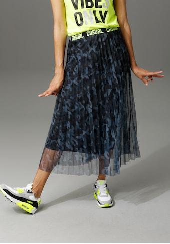Aniston CASUAL Plisseerock, mit Tarnmuster und neonfarbenem Schriftzug kaufen